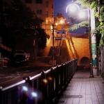 目が見えにくい人が通るときは通りの灯りを明るく『Responsive Street Furniture』