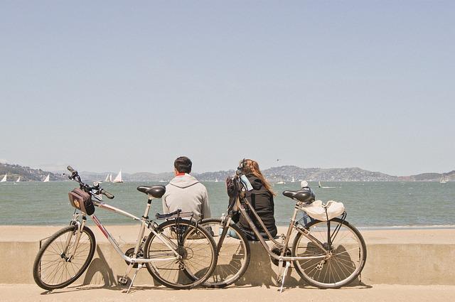 海辺にとめている自転車