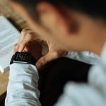電子書籍を読むのは厳しいかも? 点字スマートウォッチ『dot』