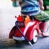 小児まひなど体の不自由な幼児も楽しく動き回れる室内用乗り物『Scooot』