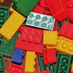 レゴブロックのような点字の積み木『Braille Bricks』